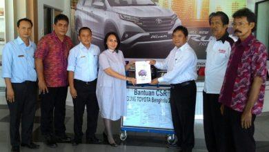 Photo of Dukung Dunia Pendidikan, Agung Toyota Bantu Alat Praktik ke SMKN 2