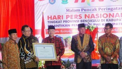 HPN PWI memberikan penghargaan kepada Pemerintah Provinsi Bengkulu Plt Gubernur Bengkulu, Dukung Kebebasan Pers