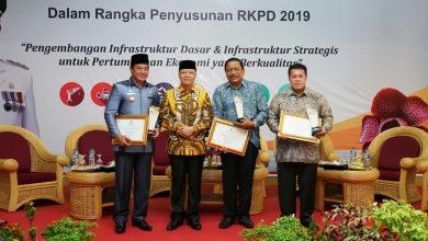 Photo of Berhasil Tingkatkan Pembangunan, Bupati Bengkulu Utara Raih Penghargaan
