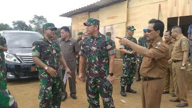 Photo of Tinjau Lokasi Pembangunan Denzibur di Benteng, Kasdam II Sriwijaya Acungi Jempol