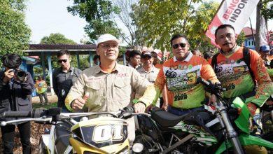 """Rider Gubernur Bengkulu bersiap melepas Mukomuko Internasional Trail Adventure Gubernur """"Ngetrail"""" Bersama Rider dari Berbagai Negara"""