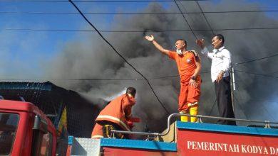 Photo of Breaking News!!! Toko bangunan Jaya Mandiri Tebeng Hangus Terbakar