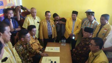 Photo of Meski Ketua DPD, Rohidin Ambil Formulir Bacagup Sendiri ke Golkar