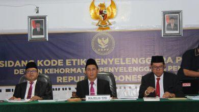 Photo of Ada Apa? Ketua KPU Kota Bengkulu Diberhentikan