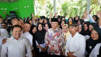 Photo of Ratusan Guru dan Honorer Dapat SK dari Gubernur