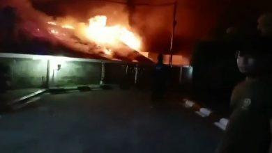 Photo of Kebakaran Sebelah BCA, Masih Ada yang Terjebak di Dalam
