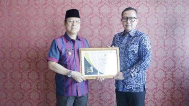 Photo of Terima Penghargaan Keterbukaan Informasi Badan Publik, Ini Harapan Bupati Seluma