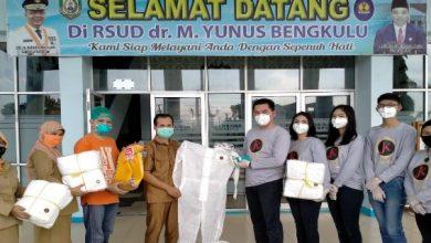 Photo of DPRD Provinsi Bengkulu Salurkan APD ke Rumah Sakit M. Yunus