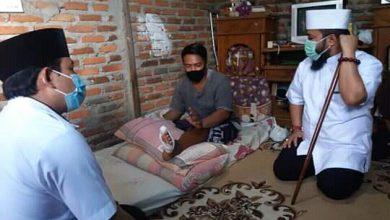 Photo of Kompak Datangi Warga Sakit, Walikota Dan Wawali Berikan Santunan