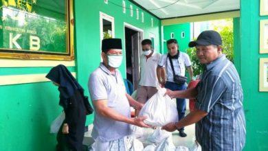 Photo of Waka Komisi I DPRD Provinsi Bengkulu Bagikan Sembako