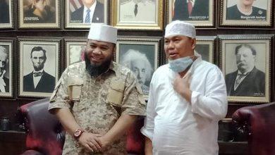 Photo of Helmi Hasan dan Agusrin Bertemu, Saling Lempar Pujian