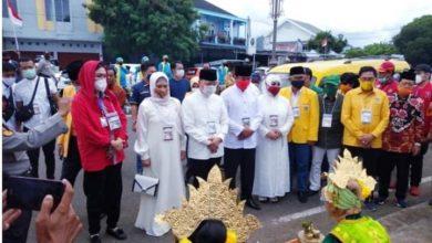 Photo of Daftar ke KPU, Rohidin-Rosjonsyah Naik Angkot Kuning