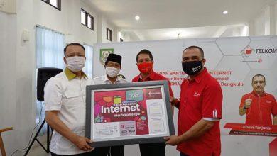 """Photo of Bantuan Program """"Merdeka Belajar Jarak Jauh"""" Diserahkan"""