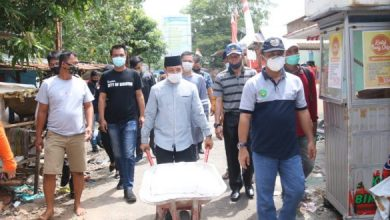 Photo of Salur Bantuan PKH, Dedy Langsung Terjun Ke Lapangan