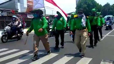 Photo of Nekat Jalan Kaki Semarang-Jakarta, Zainuddin Tolak Omnibus Law