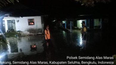 Photo of Rumah Warga Desa Padang Bakung Terendam Banjir ROB Kedalaman Mencapai 50 Cm