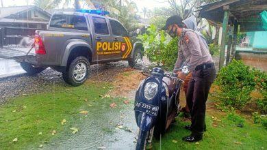 Photo of Gerak Cepat Polsek SAM, Evakuasi Bidan PTT Alami Laka Tunggal