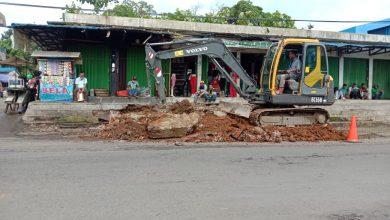 """Photo of Pelebaran Jalan Bangka, Pedagang """"Ngeluh"""" Tangga Toko Tak Kunjung Diperbaiki"""