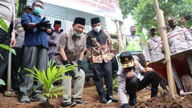 Photo of Kapolda Bengkulu Beri Bantuan Bedah Rumah Kepada Warga Panorama