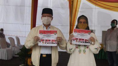 Photo of Gubernur Bengkulu Rohidin Bersama Istri Nyoblos di TPS 20