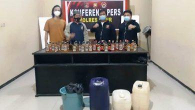 Photo of Polres Kaur Kembali Berhasil Menyita 100 Liter Tuak dan 72 Botol Miras