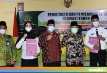 Photo of Kakanwil Kemenag Provinsi Bengkulu Serahkan 68 SK Pengangkatan CPNS Tahun 2019