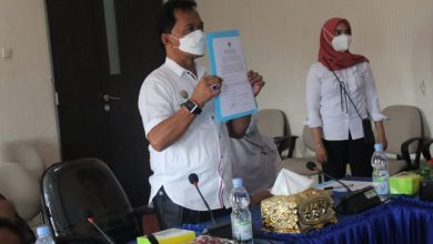 Photo of Melalui Zoom Meeting, Penyerahan LHP Kinerja Oleh BPK Diterima Bupati Bengkulu Tengah