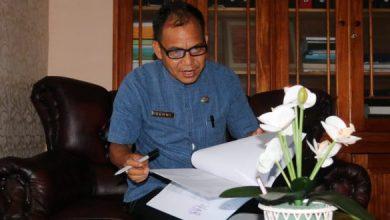 Photo of Berani Videokan Orang Buang Sampah Sembarangan, Ambil Rp 1 Juta Dari Camat