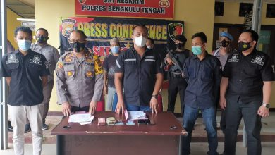 Photo of Peras Pemborong, 2 Warga Benteng Ditangkap Polisi