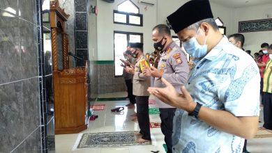 Photo of Turut Berduka Meninggalnya Ulama Indonesia, Polda Bengkulu Gelar Shalat Gaib dan Doa Bersama