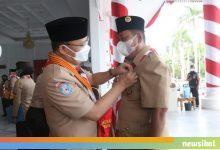 Photo of Zukarnain Dali dan Prof. Sirajuddin Terima Anugrah Pancawarsa dari Gubernur