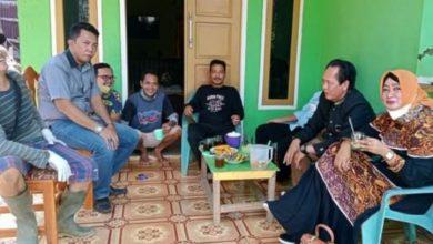 Photo of Wakil Ketua Komisi I DPRD Kota Bengkulu Bantu Korban Longsor