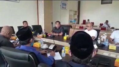 Photo of Lubang Bekas Perbaikan Jalan Lambat Ditangani, Edwar Samsi Pertanyakan